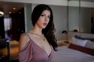 Syrianne nuru massage